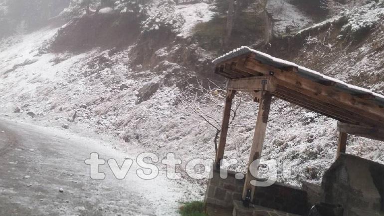 Έπεσε το πρώτο χιόνι και στη Φθιώτιδα - Έκλεισαν δρόμοι