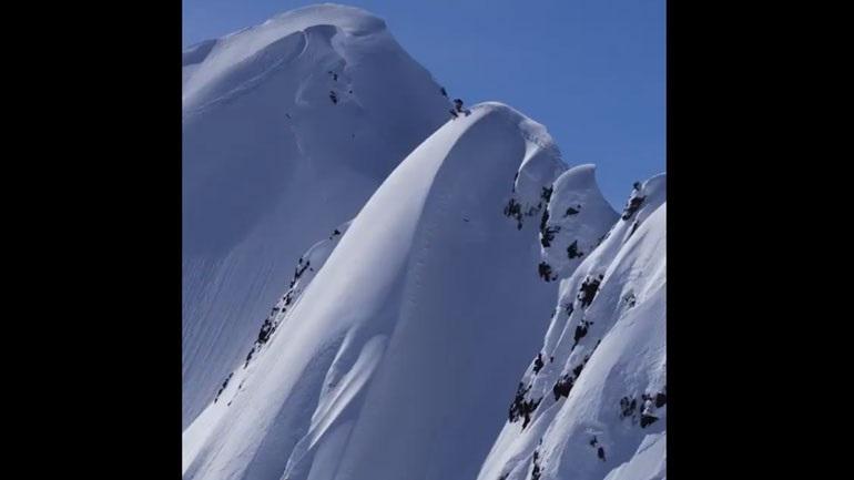 Θαρραλέος σκιέρ «κατεβαίνει» επικίνδυνη βουνοπλαγιά