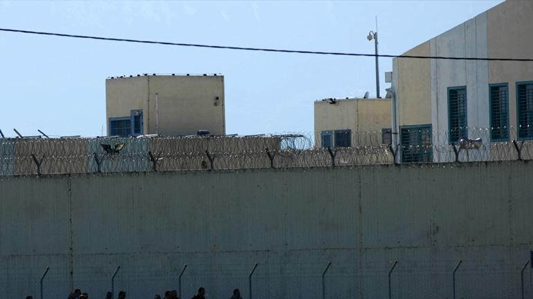 «Έβρεξε» κινητά στις φυλακές Τρικάλων: Έριχναν τα δέματα από drone